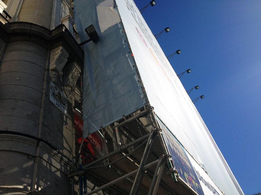 Andamios con Lonas publicitarias gigantes en Madrid