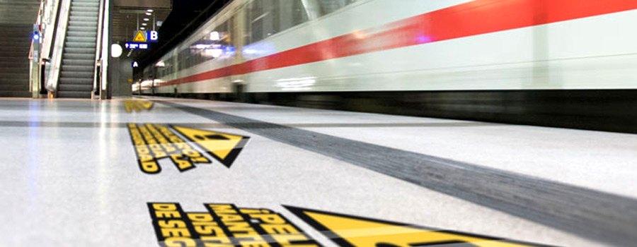 vinilos impresos de suelo en estacion de tren