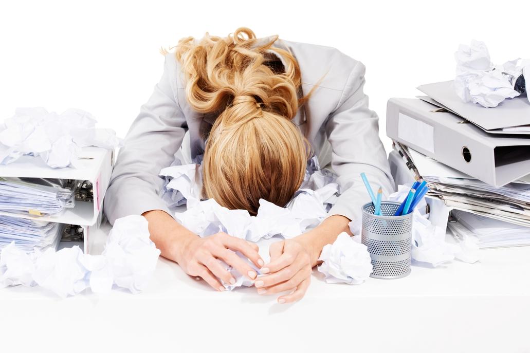 Mujer cansada y estresada