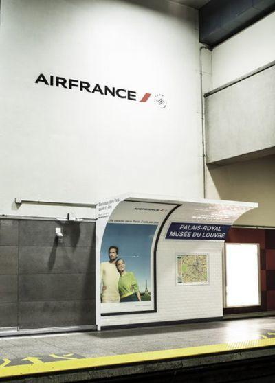 campaña para una aerolínea en el metro canadiense