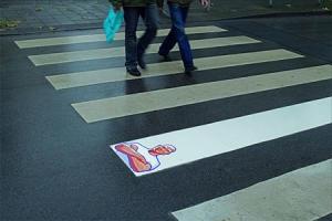 ejemplo de street marketing en un paso de peatones