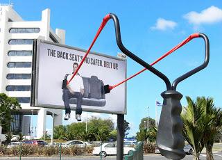Valla publicitaria con forma de tira chinas