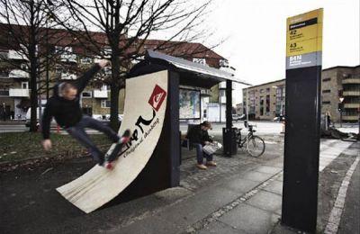 Publicidad marquesina ropa en paradas de autobús