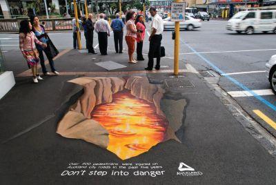 ejemplo de street marketing sobre asfalto