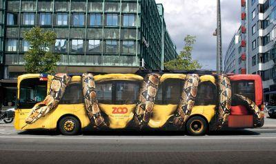 ejemplo de street marketing en un autobus rotulado